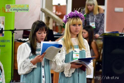 Сарафан села Утёвка представляет министр печати школы